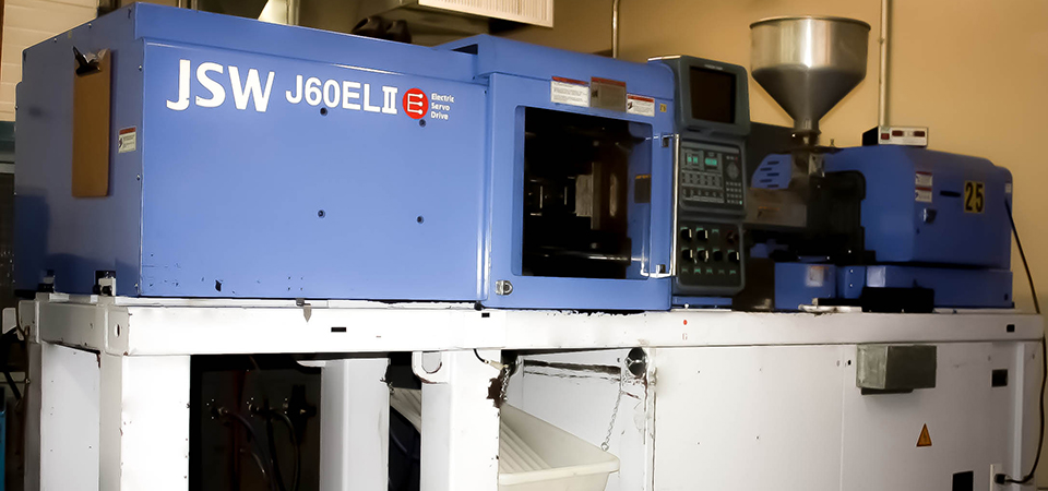 injection-molding-machine-960x450